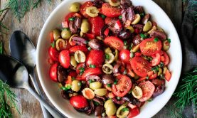 سالاد زیتون با گوجه فرنگی