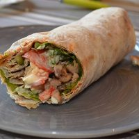 طرز تهیه شاورمای مرغ غذای اصیل عربی به ۲ روش